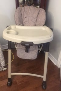 Hi chair and baby gate Includes both in price Pickering, L1V 6L5