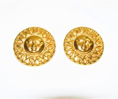 1970'S VINTAGE BRIGHT GOLD TONE SUN FACE STUD EARRINGS