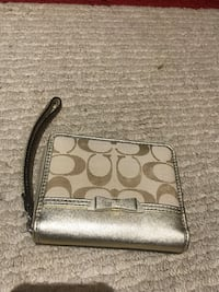 Tan and gold Coach Wristlet Granville, 26501