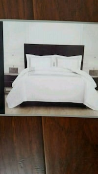 Comforter set/king size London, N6C 5S1