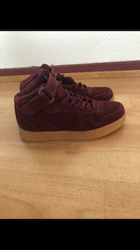par maroon Vans high top sneakers Grålum, 1712