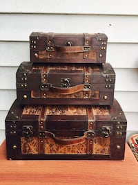 Beautiful wood/leather chest decor Bossier City, 71112