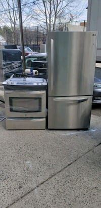Refrigerator and gas stove set