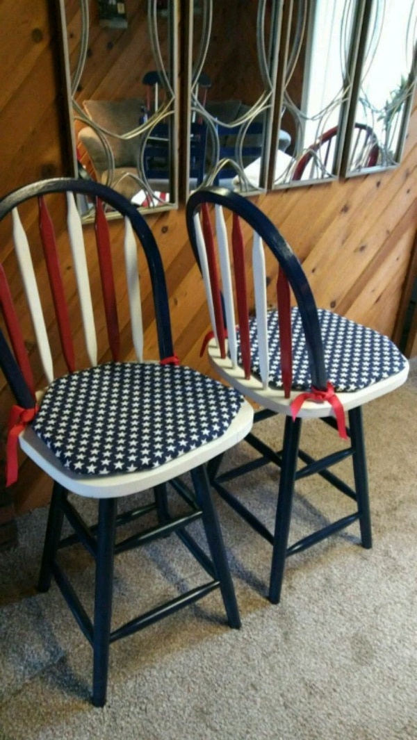 Brilliant 2 Red White And Blue Wooden Bar Stools Evergreenethics Interior Chair Design Evergreenethicsorg