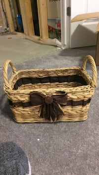 brown wicker picnic basket Ottawa, K2G 6R9