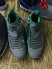 pair of gray-and-green Nike basketball shoes Schaumburg, 60173