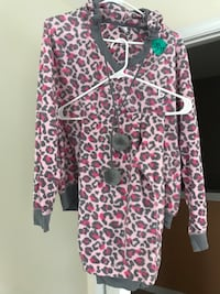 2 sets of new women's pajamas. will seperate