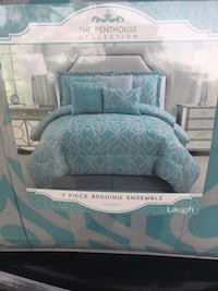 Blue and white pillow and comforter pack ... brand new ... never used or came out of package. Size queen Shreveport, 71103