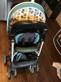 Baby's black and green graco stroller Markham, L3T