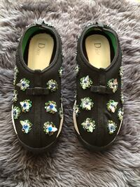 dior sneaker size 35 almost new Vancouver, V6P 3H1