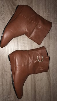 Pair of brown leather boots Ottawa, K4A 1P2
