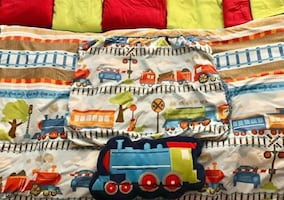 Kids Reversible Train Bedding Set (Twin)