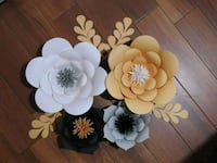 four assorted-color paper flowers 27 km