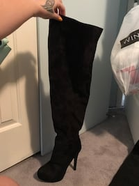 Sz 8 thigh high boots Maple Ridge, V2X 0P6