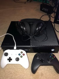 XBOX ONE w/ 2 Controllers & headset + GAMES! New York, 10309