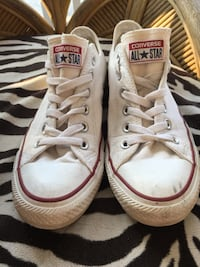 Converse size 8 woman's Kitchener, N2B 1H2