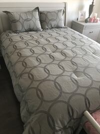New Queen size grey comforter. Vaughan, L4H