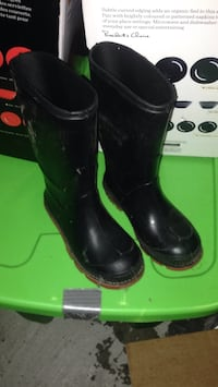 Pair of black leather boots Toronto, M1L 2Z7