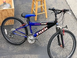Blue and black hard tail mountain bike