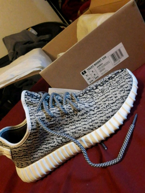 d5197f669f07b Used unpaired gray Adidas Yeezy Boost 350 for sale in Fremont - letgo