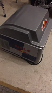 Red bull small freezing for 12 cans good for men cave brand new never used Milton, L9T