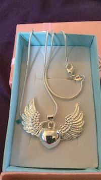 Silver heart themed pendant with necklace Las Vegas, 89106