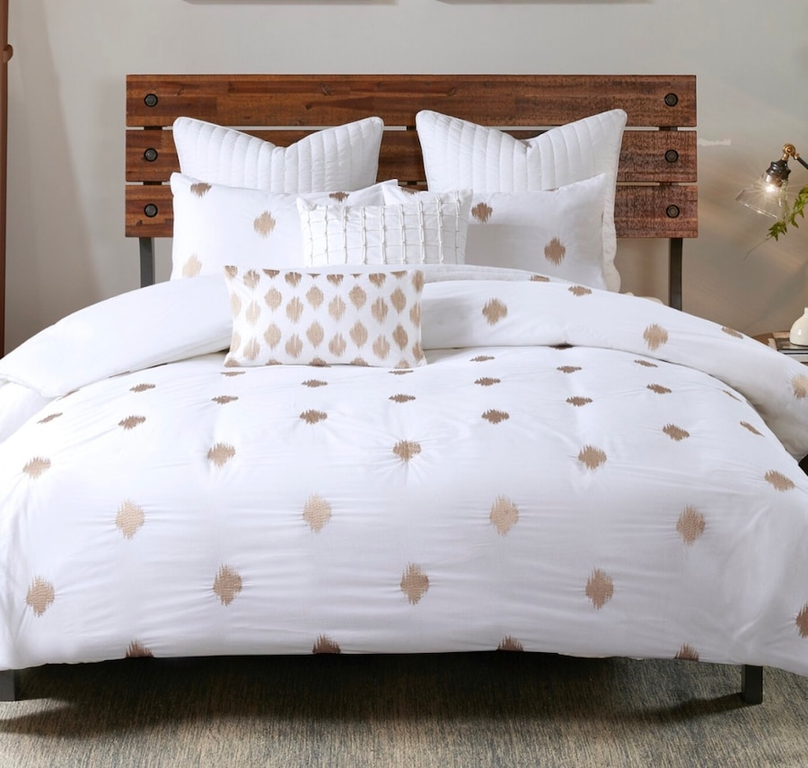 Photo FULL/QUEEN 3-pc white and gold duvet set by Ink and Ivy.