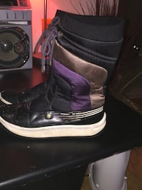 pair of black-and-pink duck boots Salaberry-de-Valleyfield, J6T 2Z8