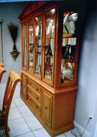 Dining table with 2 leafs and  8 chairs with Hutch ORLANDO