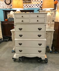 Large Solid Wood Chest of Drawer (Junk in the Trunk) Hull, 30646