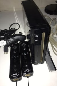 Wii + 2 controllers
