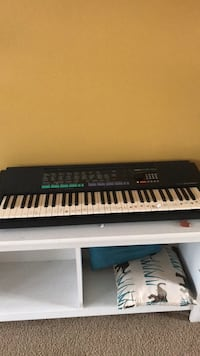 black and white electronic keyboard Arlington, 22206
