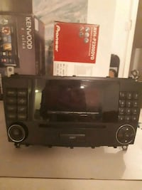 Mercedes Benz C280 2006 Stereo CD/DVD Player Mississauga, L5M 3Y8