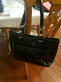 black leather 2-way handbag Pickering, L1V 2Z1