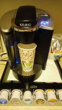 Keurig with tray and kcup 135 mi