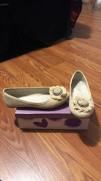 Pair of brown flats with box Buford, 30519