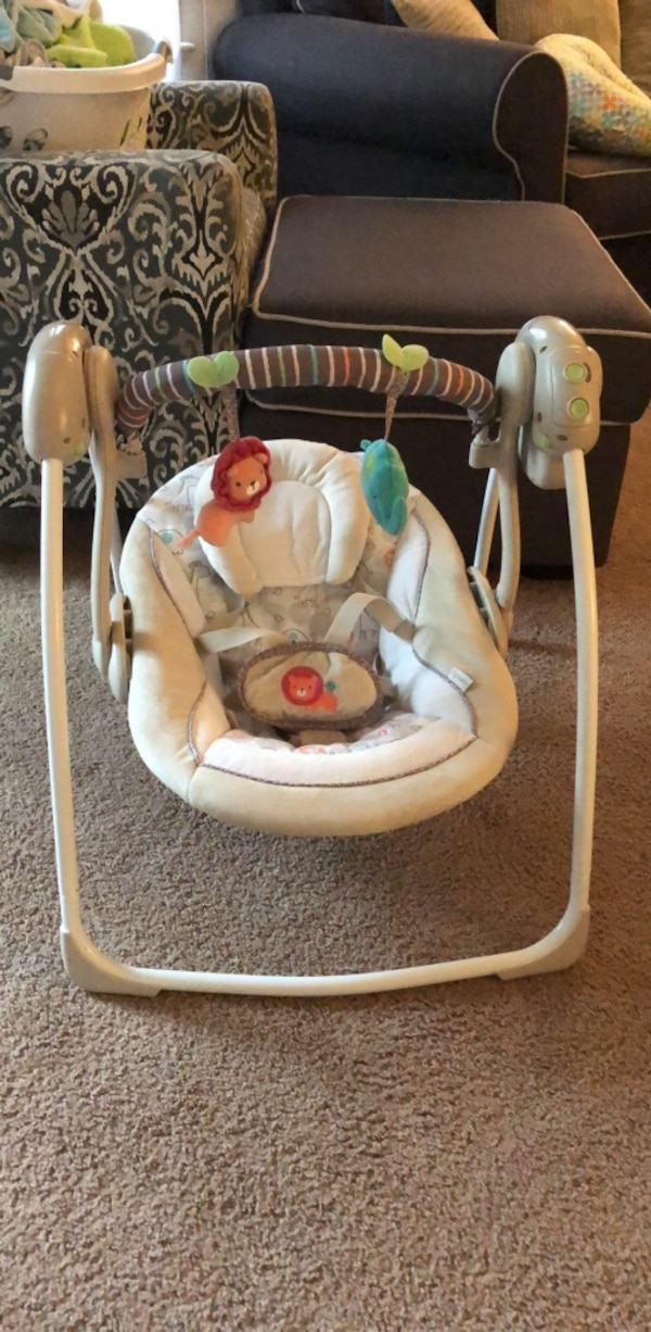 used portable baby swing for sale in richmond letgo. Black Bedroom Furniture Sets. Home Design Ideas