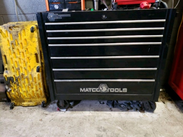 black Snap-on tool chest