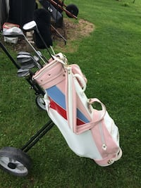 Ladies right handed golf clubs with pink and white bag .New price Delhi