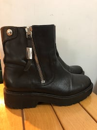 Stivale Guess in pelle nera  Roma, 00184