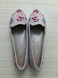 Brand New Topshop Floral Flat Shoes- Woman 8.5