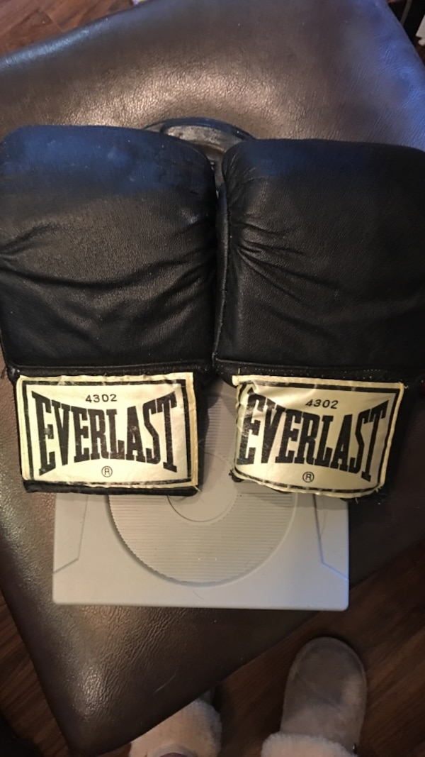 Everlast gloves with wraps.