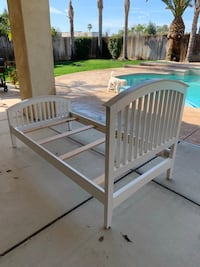 Twin White bed frame Bakersfield, 93312
