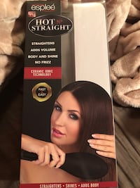 Brand new hair straightening brush  London, N6G 3A6