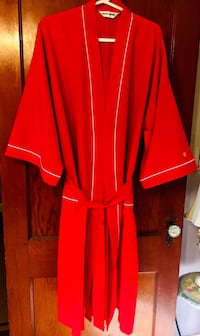 PIERRE CARDIN ONE SIZE FITS ALL FIRE ENGINE RED LOUNGING ROBE - Unused