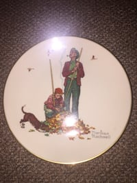 """Authentic Norman Rockwell """"Pensive Pals"""" Plate White Plains, 10606"""