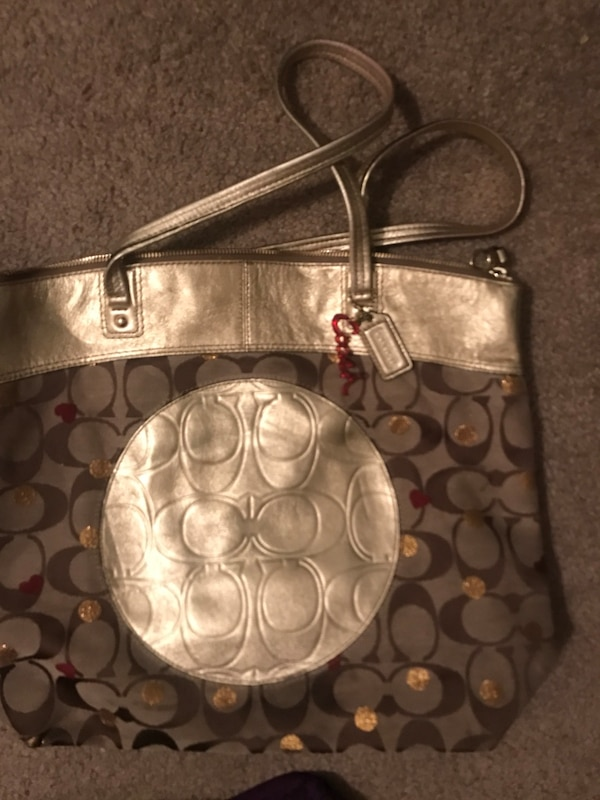 04306b85ca527e Used women's silver and gray Coach sling bag for sale in Maili - letgo