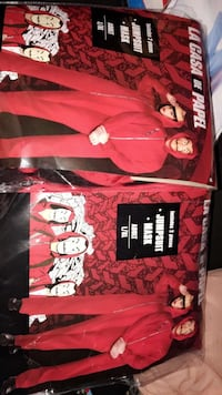 Money heist costume , size large/ xl. costume comes with suit and mask