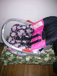 baby's pink and black floral bouncer San Angelo, 76905