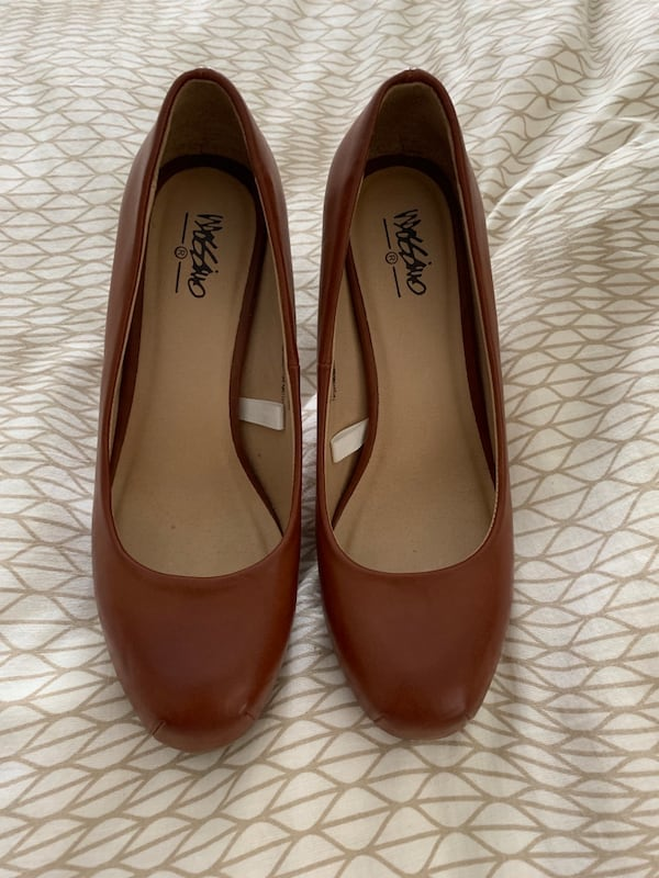 Brown leather heels b4e960af-8c14-4f53-b269-197ee57414bb
